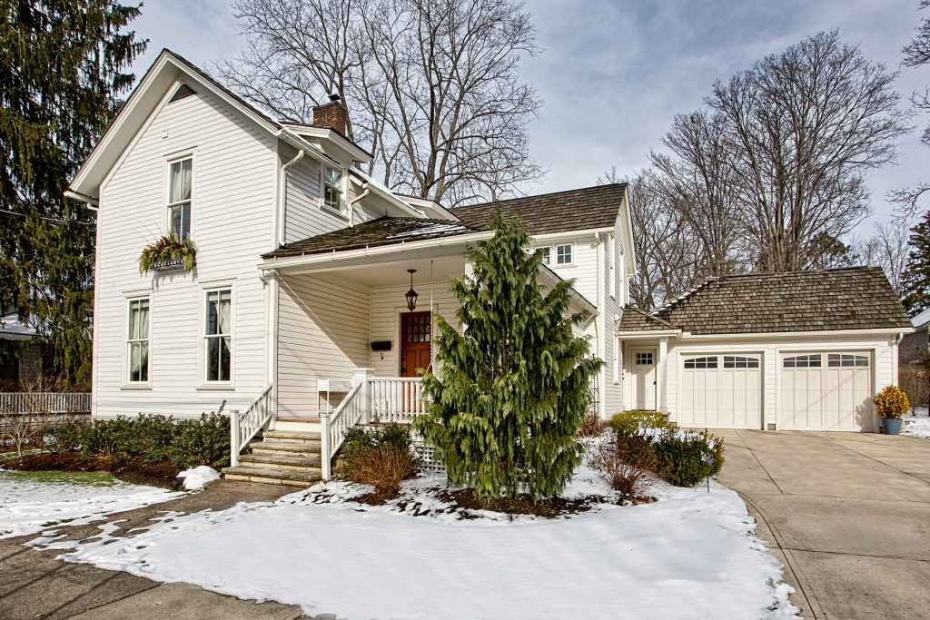 Century-old Western Reserve farm house in Chagrin Falls