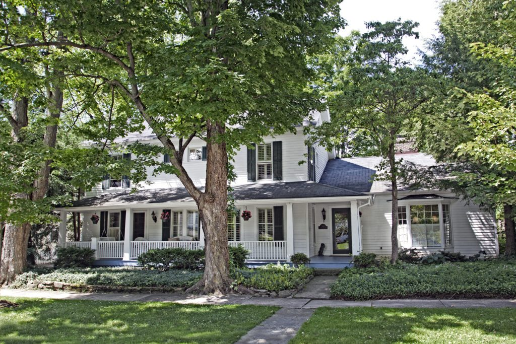 Stunning historic colonial home in Chagrin Falls