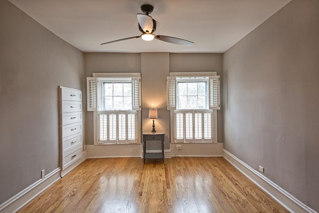 Room with two windows and ceiling fan