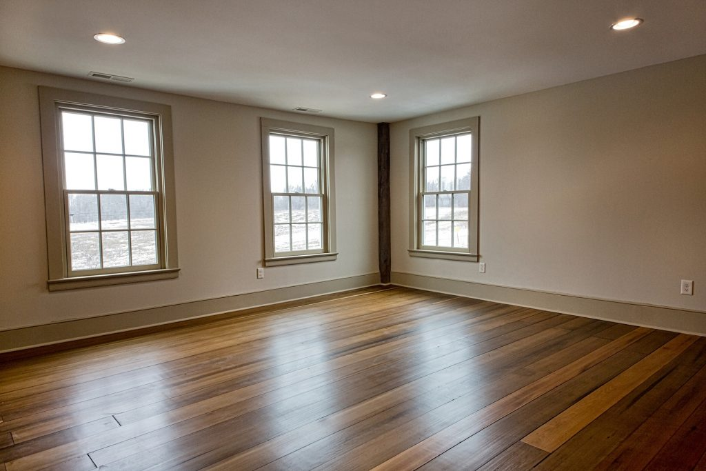 Spacious room with three windows