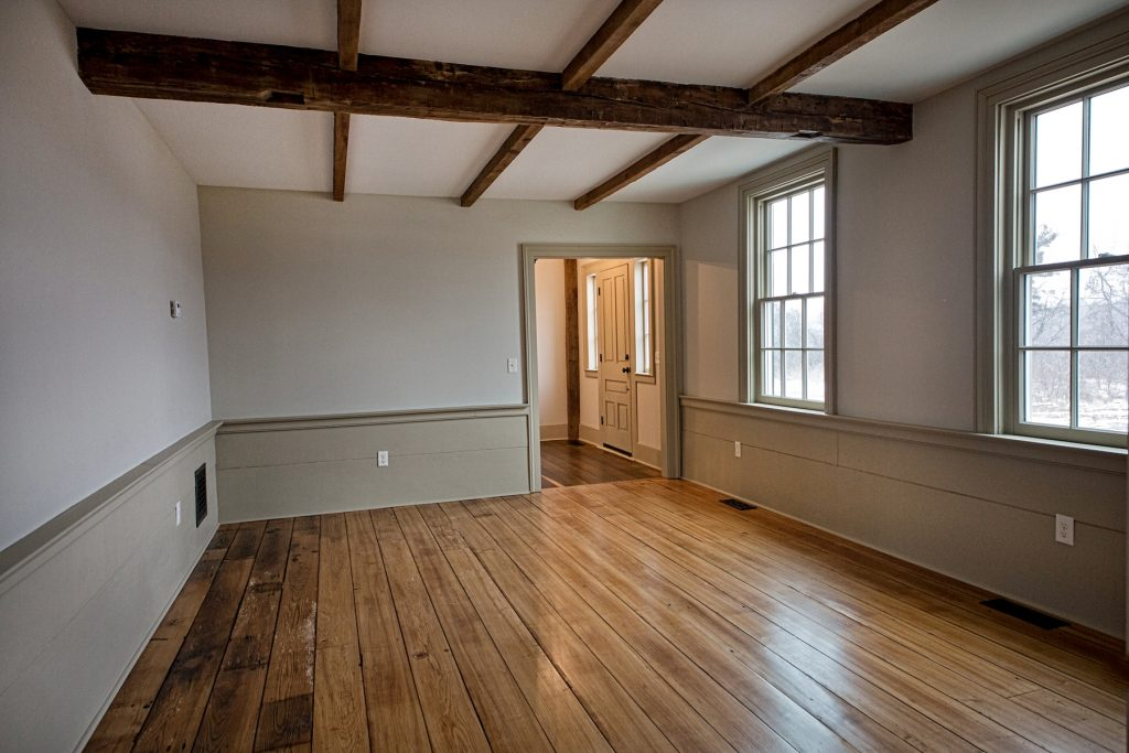 Spacious room with chesnut flooring