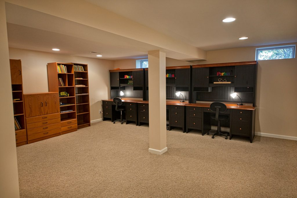 Spacious room with study tables