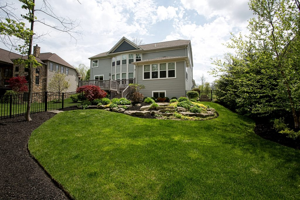 Front yard landscaping Chagrin Falls