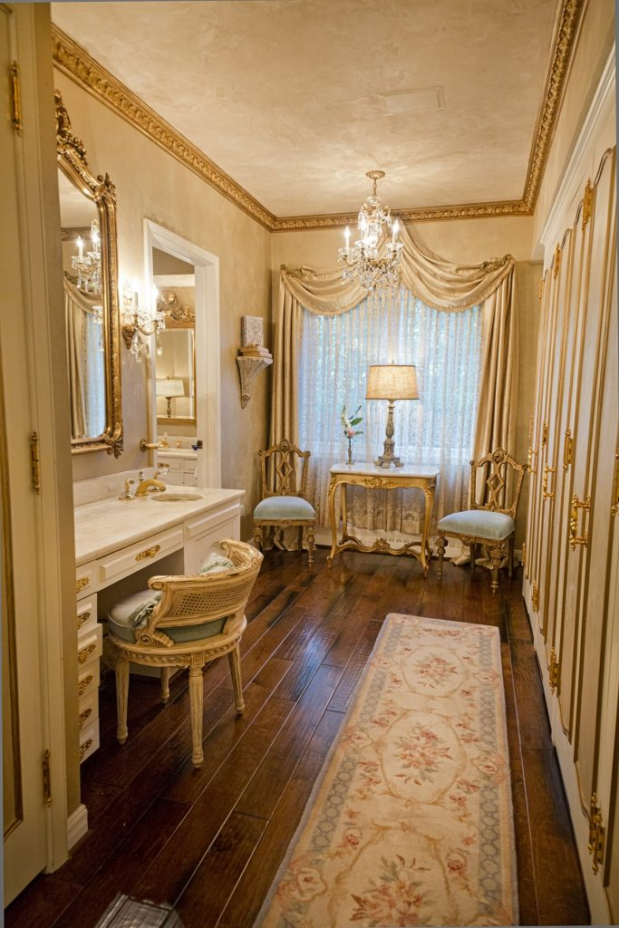Room with elegant curtain