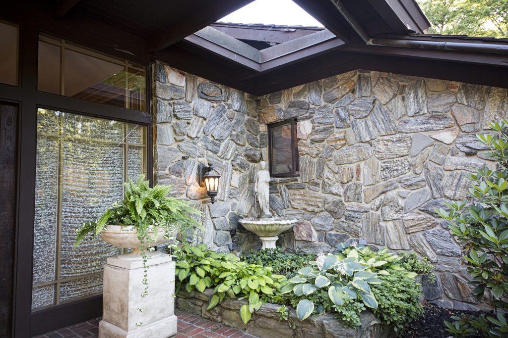 Mini garden with statue