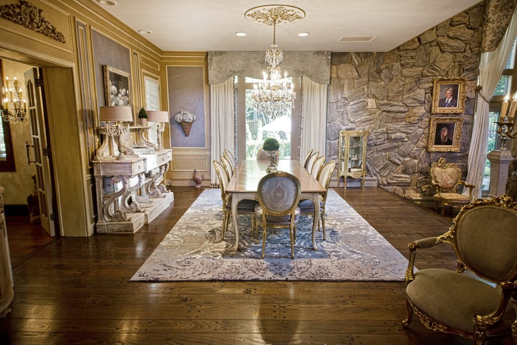 Elegant dining room in Chagrin Falls