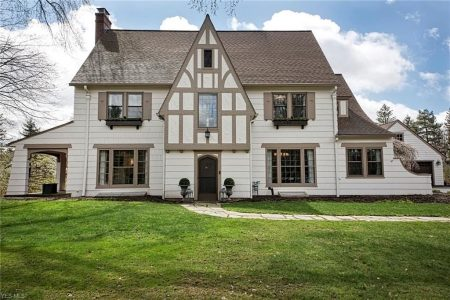 473 Falls Rd, Chagrin Falls, Ohio 44022 - Featured Property