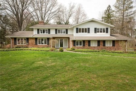 17 Pepperwood Ln, Pepper Pike, Ohio 44124 - Featured Property