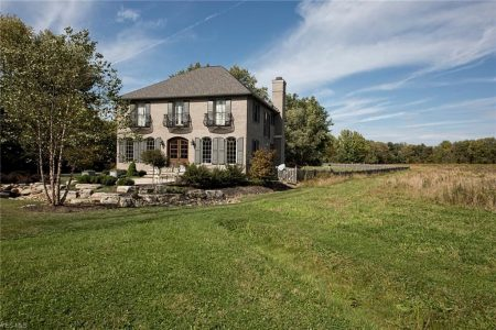 487 Walters Road, Chagrin Falls, Ohio 44022 - Featured Property