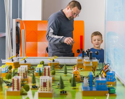 The father explaining the model of the city to his son, at the exhibition of the Hall of Science and Technology