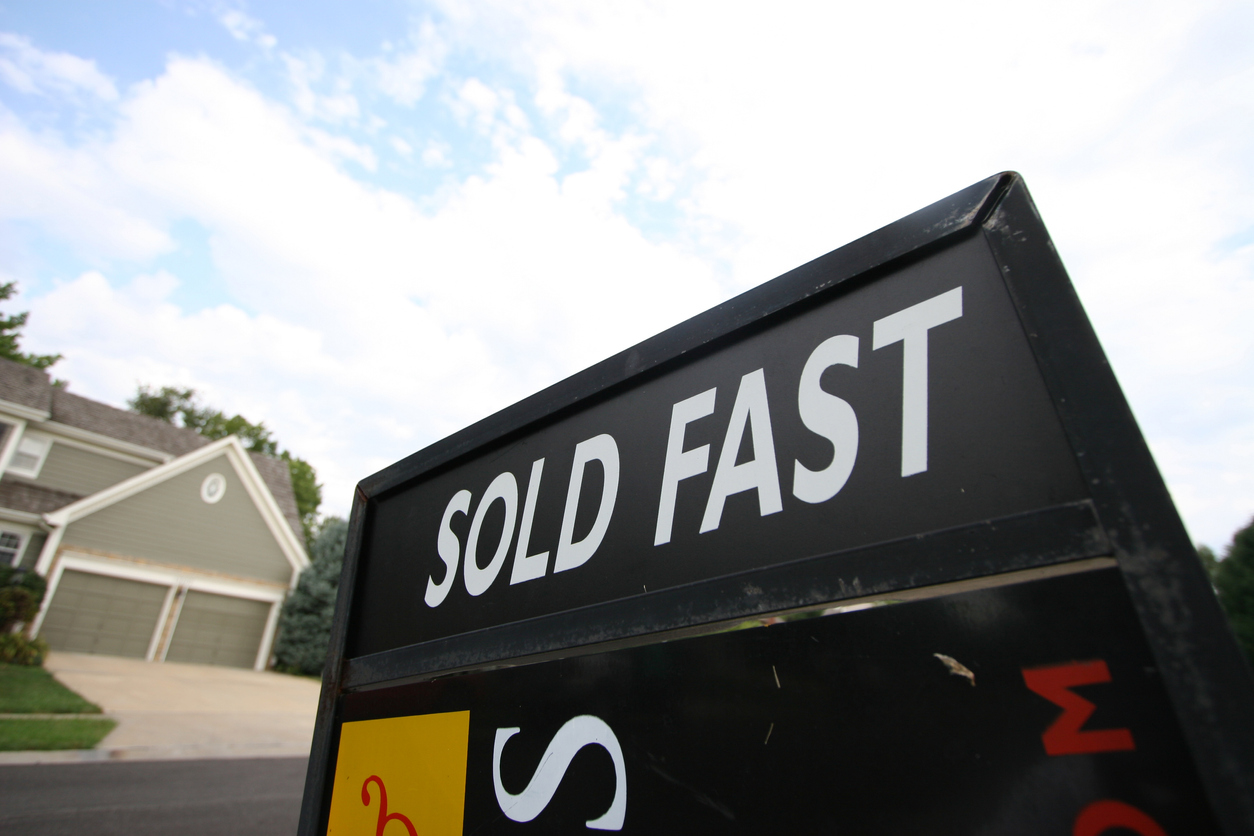 sold fast real estate sign