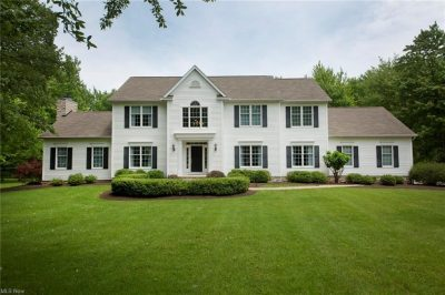 16425 Crown Pointe, Chagrin Falls, Ohio 44023 - Featured Property